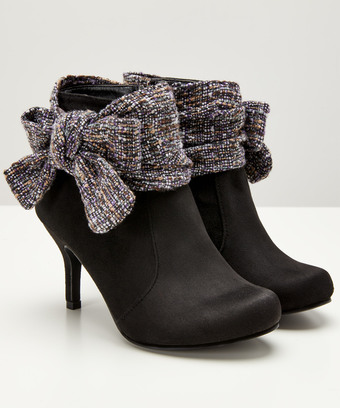7cd8eac85d5 Boutiquey Bow Boots